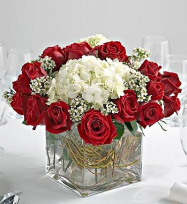 Red rose and hydrangea centerpiece